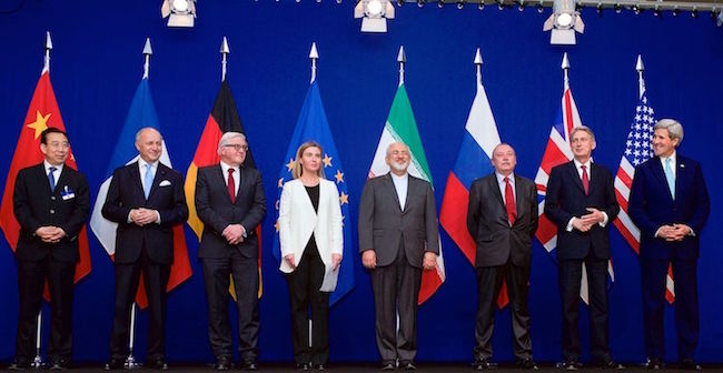 The ministers of foreign affairs of France, Germany, the European Union, Iran, the United Kingdom and the United States as well as Chinese and Russian diplomats announcing the framework for a Comprehensive agreement on the Iranian nuclear programme (Lausanne, 2 April 2015). Credit: United States Department of State.